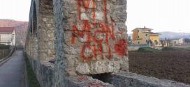 Imbrattato con vernice rossa Canale Cavour a Sarconi